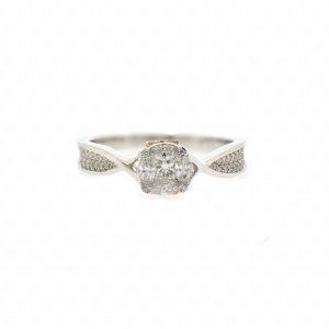 เพชรประกบ เพชรต่อ illusion setting คู่บ่าวสาว หมั้น วิธี เริ่ม ขั้นตอน แหวนหมั้น แหวนเพชร แหวนผู้หญิง แหวนผู้ชาย แหวนทองคำ แหวนทองขาว แหวนทองคำขาว โรงแรม งานเช้า งานเลี้ยง จัดเตรียม ร้านเพชร ร้านแหวน ร้านเครื่องประดับ ร้านจิวเวลรี่ เซตแต่งงาน สร้อยคอ จี้ ต่างหู เพชร แหวนเพชรแท้ ร้านไหนดี ซื้อแหวนแต่งงาน แนะนำ รีวิว ราคา